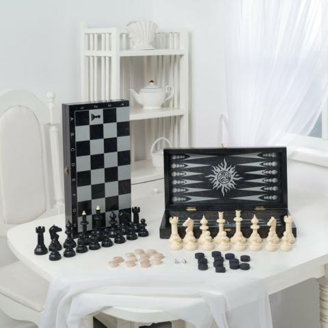 """Игра 3в1 малая черная, рисунок серебро с гроссмейстерскими пластмассовыми шахматами (нарды, шахматы, шашки) """"Классика"""" (400*200*60)"""