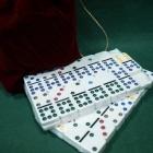 Домино D9 с цветными точками в красном бархатном мешочке